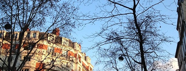 Porte de Clichy is one of Burçin : понравившиеся места.