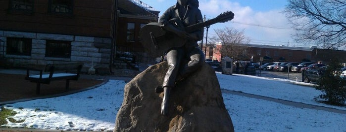 Dolly Parton Statue is one of Roadtrip.