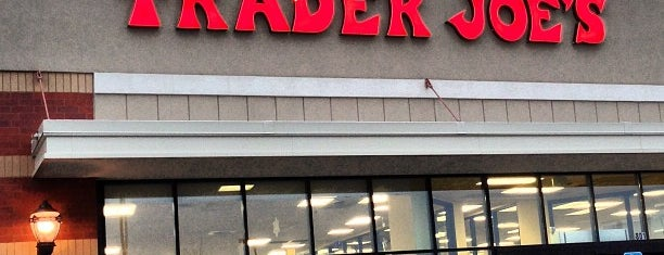 Trader Joe's is one of Locais curtidos por Mackenzie.