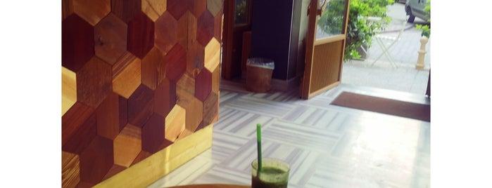 Bourne Coffee Bar is one of สถานที่ที่ Uğur ถูกใจ.