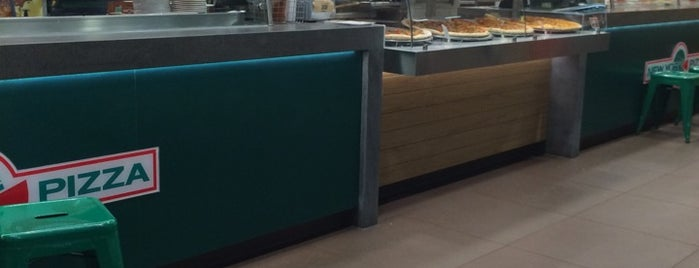 New York Pizza is one of Locais curtidos por Fernanda.