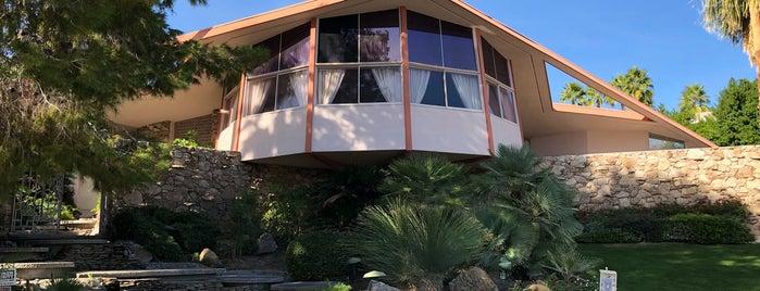 Elvis Honeymoon Hideaway is one of Palm Springs to-do🌞🦕🌵🍹.