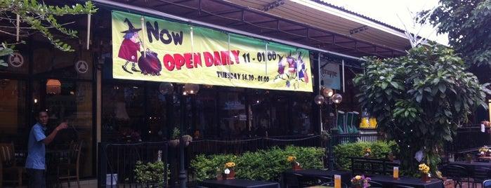 แม่มด The Witch Restaurant and Pub is one of Yodpha : понравившиеся места.