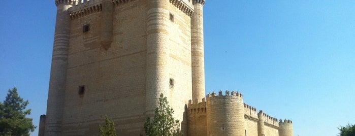 Castillo De Fuensaldaña is one of Lugares al aire libre.