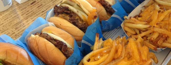 Elevation Burger إلڤيشن برغر is one of Locais curtidos por Brown_.