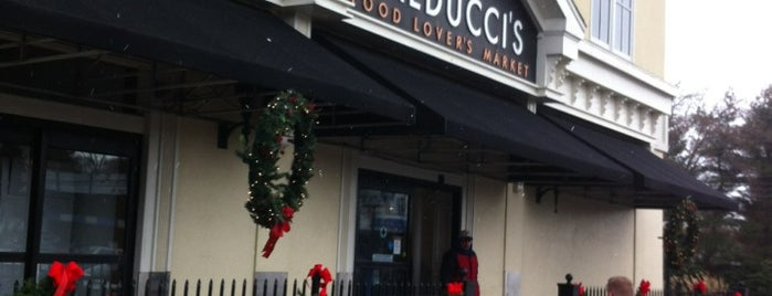 Balduccis's Food Lovers Market is one of Orte, die Lindsaye gefallen.