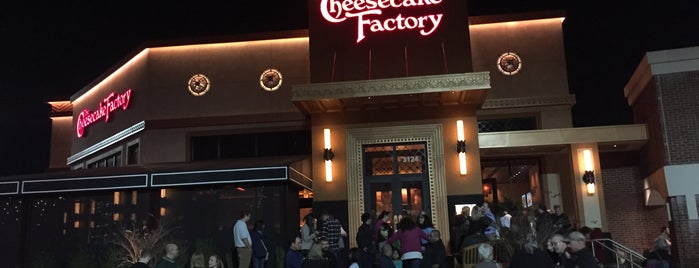 The Cheesecake Factory is one of Mary 님이 좋아한 장소.