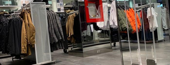 H&M is one of Tempat yang Disukai Andres.