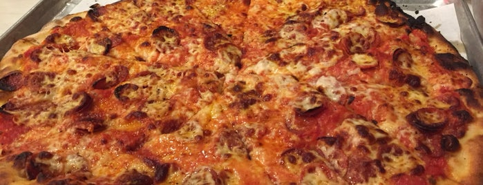 Frank Pepe Pizzeria Napoletana is one of Dさんのお気に入りスポット.