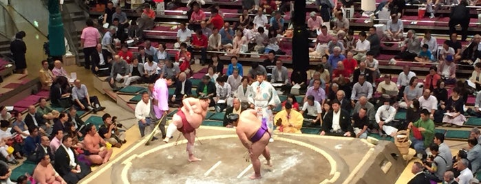 Ryogoku Kokugikan is one of Locais curtidos por D.