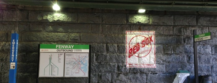 MBTA Fenway Station is one of Orte, die Lindsaye gefallen.