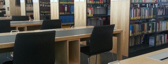 Bibliothek Fachbereich Rechtswissenschaft is one of Posti che sono piaciuti a Clemens.