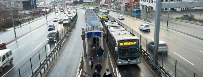 Güzelyurt Metrobüs Durağı is one of Uğur: сохраненные места.