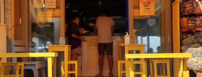 Little Burger shop by the sea is one of Bodrum rehberi.