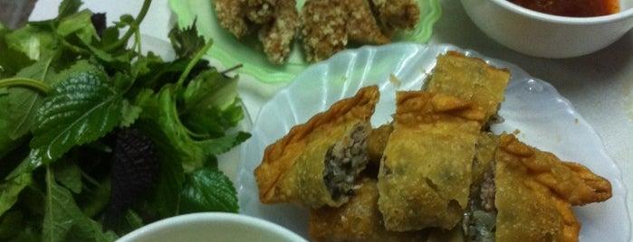 Bánh Gối Lý Quốc Sư is one of Hanoi Street Food Tour.