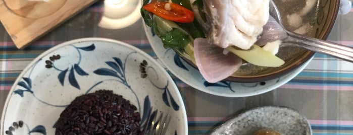 EAT : Eatery & Healthy is one of Lieux qui ont plu à Pin.