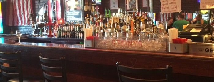 Steiny's Pub is one of Staten Island Adventure.