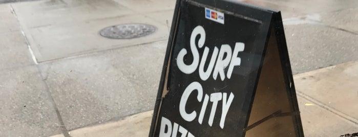 Surf City Pizzeria is one of Locais curtidos por Ara.