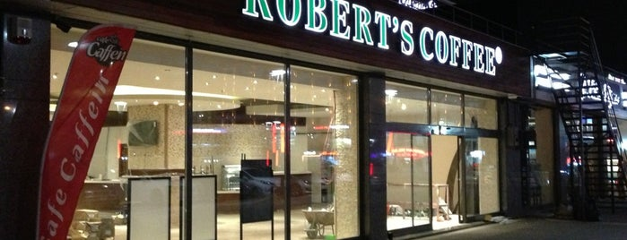 Robert's Coffee is one of Tempat yang Disukai Gamze.