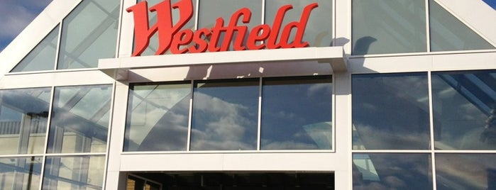 Westfield Garden State Plaza is one of Orte, die Winnie gefallen.