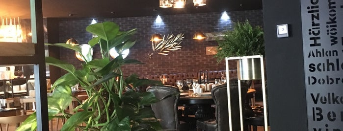 Cinnah Hotel&Restaurant Cafe is one of Posti che sono piaciuti a Mehmet.