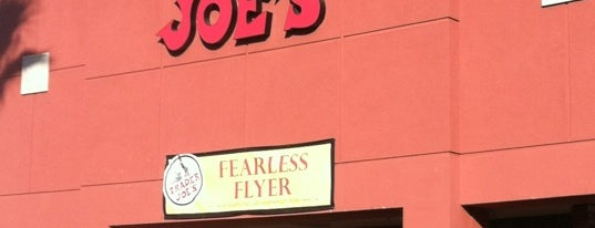 Trader Joe's is one of Tempat yang Disukai Blake.
