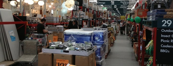 Bunnings Warehouse is one of Posti che sono piaciuti a Andrew.