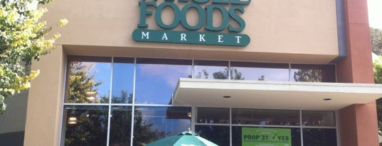 Whole Foods Market is one of Mindy 님이 저장한 장소.