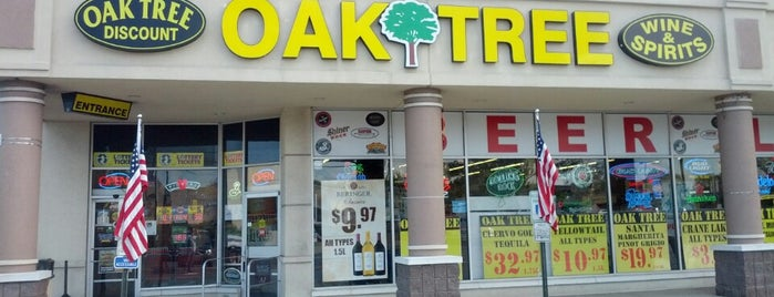 Oak Tree Discount Wine & Spirits is one of Lugares favoritos de Christa.