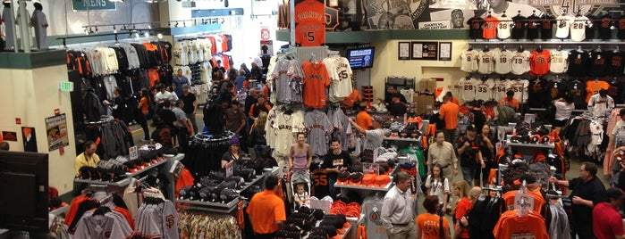 Giants Dugout Store is one of Tempat yang Disukai Matt.