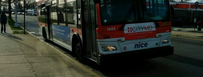 MTA Bus & NICE Bus - Q5/X63/N4 @ Merrick Blvd and Springfield Blvd is one of Tempat yang Disukai April.