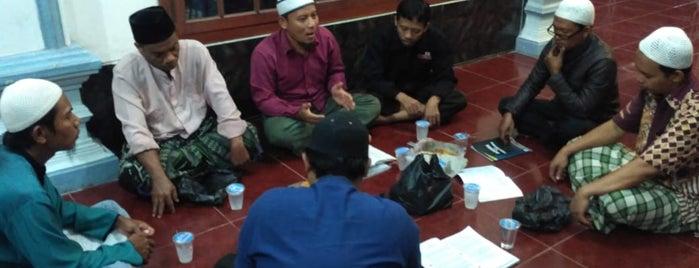 Sop dan Sate Kambing Bang Karim - Perempatan Karet Tanah Abang is one of สถานที่ที่ Natasha ถูกใจ.