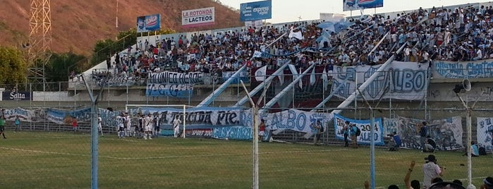 Estadio Gigante del Norte (Club Gimnasia y Tiro) is one of Aqui na terra tão jogando futebol.