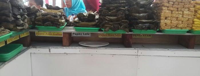 Ampera 2-Tak (Masakan Sunda Cianjur) is one of Lugares favoritos de rudy.