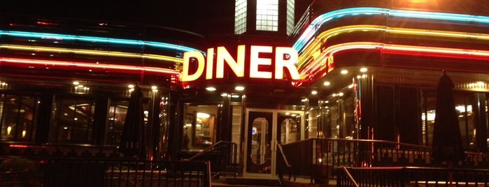 Palace Diner is one of Lugares favoritos de Tim.