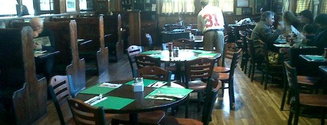 Leo's Restaurant & Bar is one of Andrew'in Beğendiği Mekanlar.