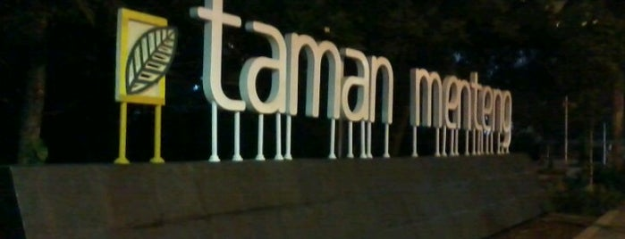 Taman Menteng is one of Locais curtidos por Iyan.