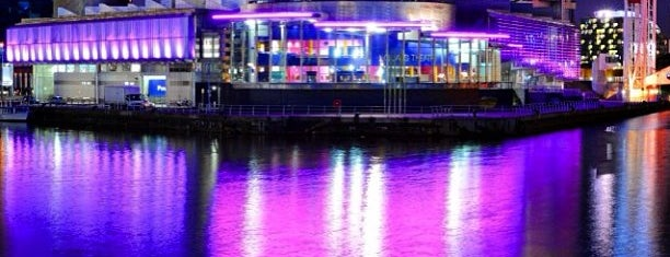 Salford Quays is one of Tempat yang Disukai Carl.