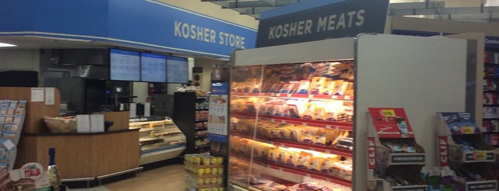 The Kosher Store @ HEB is one of Lieux qui ont plu à Josh.