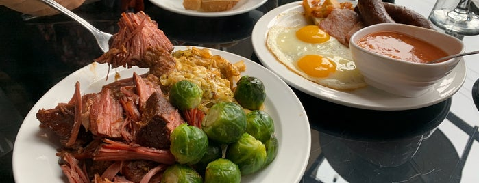 London's Pub & Grill is one of Locais salvos de Justin.