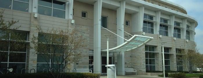 Elmhurst Public Library is one of Posti che sono piaciuti a Consta.