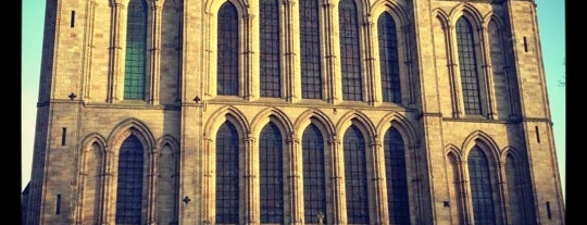 Ripon Cathedral is one of Locais curtidos por Carl.
