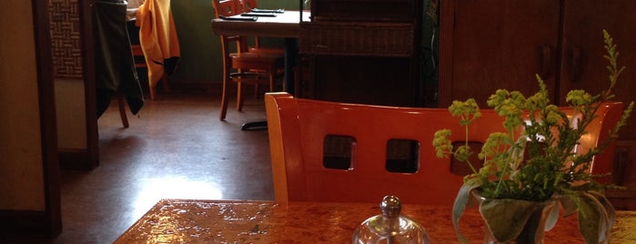Rhodedendron Cafe is one of Tempat yang Disimpan Cusp25.