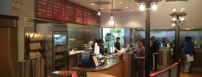 Chipotle Mexican Grill is one of Posti che sono piaciuti a Drew.