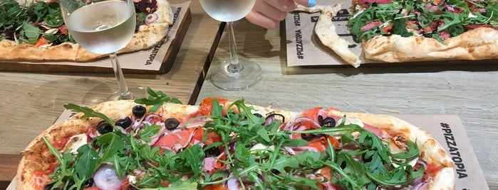 Pizzatopia is one of Orte, die Sarah gefallen.