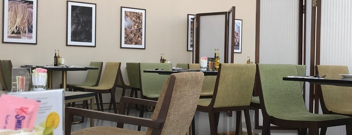 Café Bateel is one of Riyadh Breakfast.