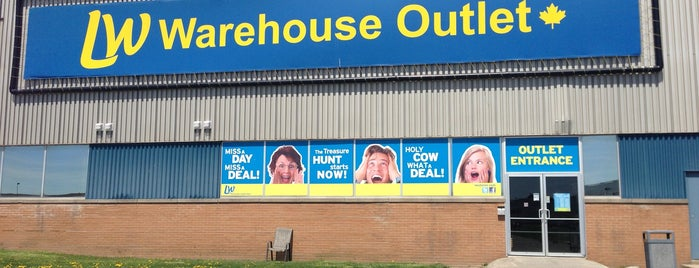Liquidation World Warehouse Outlet is one of JRGG's Liked Places.