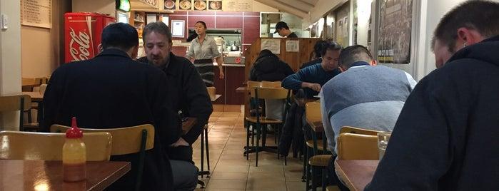 Chummeez Cafe is one of Andrew'in Beğendiği Mekanlar.