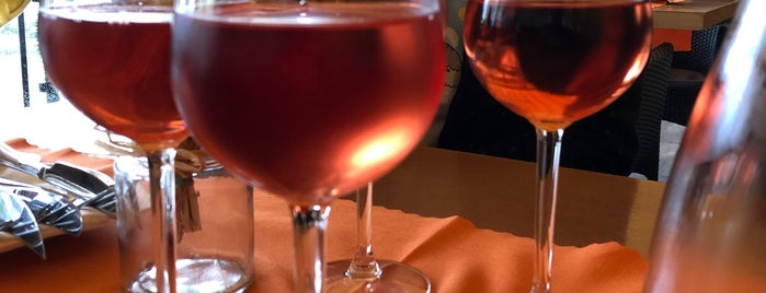 Charles Bridge Ponton Restaurant is one of Posti che sono piaciuti a Charles.