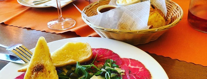 Charles Bridge Ponton Restaurant is one of Tempat yang Disukai Erkan.